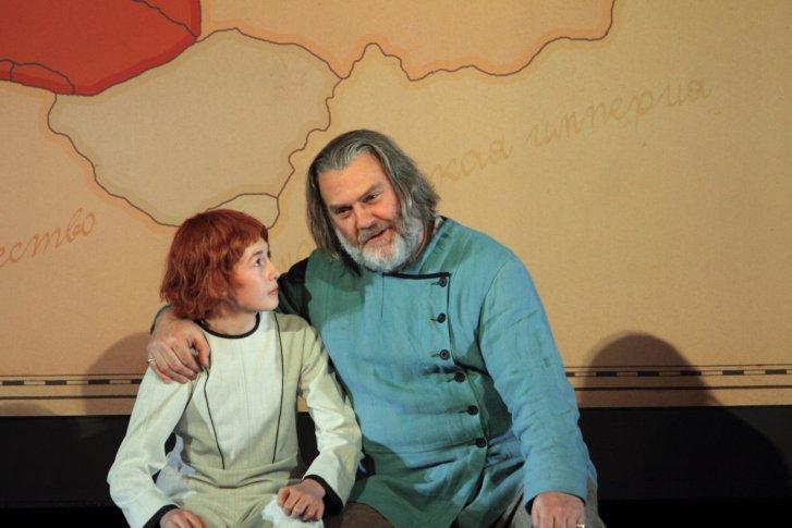 <p><em>Ben Knight jako Fiodor i Bryn Terfel jako Borys Godunow. Zdj. Catherine Ashmore/ROH</em></p>