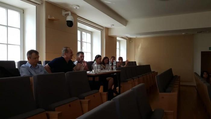 Jury konkursu - od lewej: Philippe Villa, prof. József Eotvos, Marcin Maślak, Kinga Wojciechowska, Anna Dziurdzikowska, Piotr Matwiejczuk i sekretarz Beata Vykysala | fot. serwis BGD