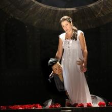 wysmakowana, piękna scena łóżkowa: Ewelina Szybilska i Sang Jun Lee, fot. Opera Śląska